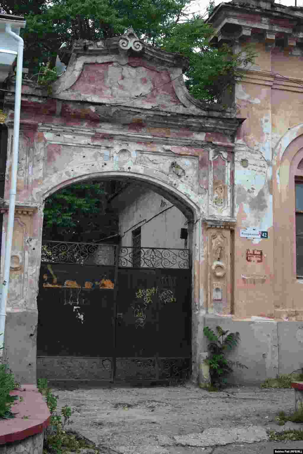 Стіни керченського вуличного театру