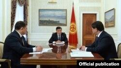 Дастанбек Жумабеков, Сооронбай Жээнбеков жана Мухаммедкалый Абылгазиев.