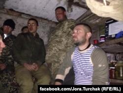 Оборонці ДАПу перечікують артобстріл, 2014 рік