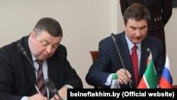 """Zv. drejtori i kompanisë """"Belneftekhim"""" (majtas)"""