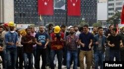 Гези паркіндегі демонстранттар. Стамбул, 13 маусым 2013 жыл.