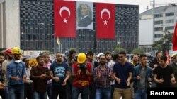 Стамбул, парк Гези, танец протестантов. 13 июня 2013 г.