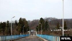 Отец Иона рассказал, что в субботу утром грузинские спецслужбы создали для него «коридор», по которому он сумел покинуть Абхазию и оказался в Зугдиди