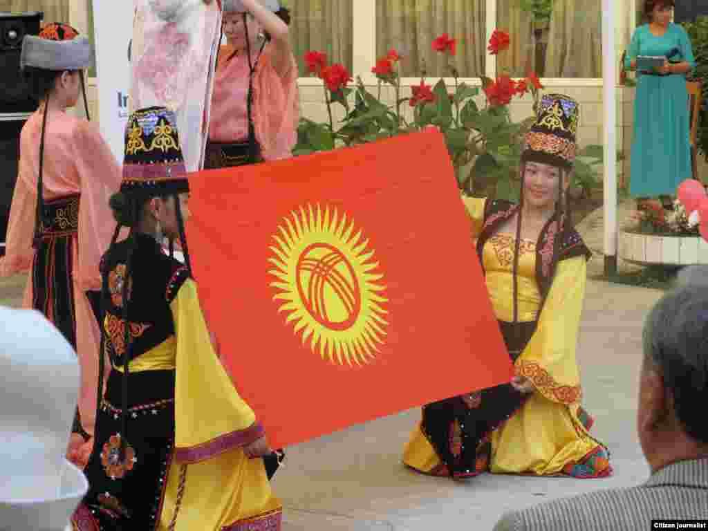 29 августа 2012 года, в Оше состоялся официальный запуск радиостанции «Ынтымак\Согласие», приуроченное ко дню Независимости Кыргызстана.