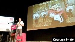 """Дарко Булдиоски на Првата конференција за друштвени медиуми """" Engage """"."""
