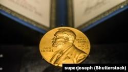 د سرو زرو پر یوې سکې د نوبل انځور