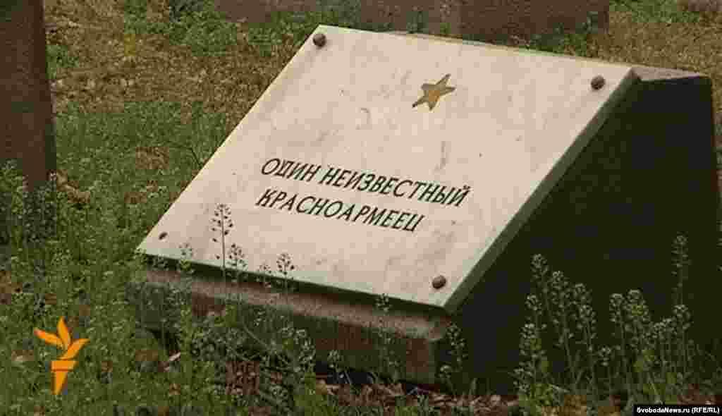 Реставраторы намерены восстановить на могилах не только памятники, но и имена.