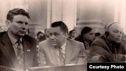 Максім Танк, Пімен Панчанка, Піліп Пестрак на ІІ зьезьдзе Саюзу пісьменьнікаў СССР. Масква, 1954 год