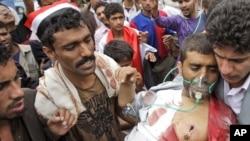 Сторонник Шейха Садика аль-Ахмеда, раненный в уличных боях