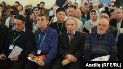 Индус Тагиров (второй справа)