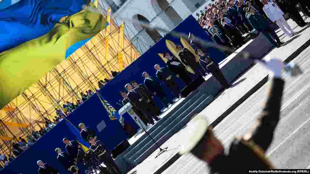 Военный парад начался с речи президента Украины Петра Порошенко