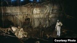 Центральний зал реактора після Чорнобильської катастрофи, 1990 рік (© Victoria Ivleva-Yorke)