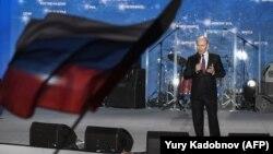 Президент России Владимир Путин на митинге в аннексированном Крыму