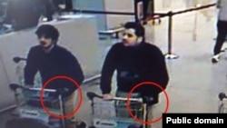 Подозреваемые в совершении терактов в аэропорту Брюсселя. Кадр видеозаписи камеры наблюдения.