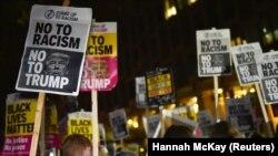 La un protest la Londra în care Donald Trump era acuzat de rasism