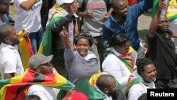 Zimbabvelilər istefanı bayram edirlər