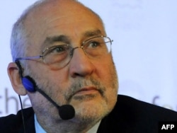 Nobel Prize-wnning economist Joseph Stiglitz believes banking lobbyists are slowing down reform.
