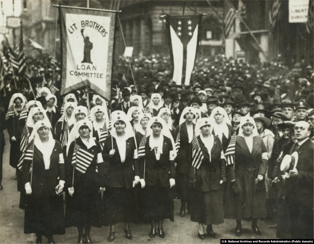 Philadelphia had held several Liberty Loan parades in 1918, but the one on September 28 was billed as the city's largest parade ever. Despite the growing number of influenza patients, authorities decided not to cancel the event and about 200,000 people attended. Three days later, there were no free beds available in Philadelphia's 31 hospitals.