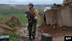 ავღანეთის ეროვნული არმიის ჯარისკაცი ბადღისის პროვინციაში მდებარე ბალა მორღაბის რაიონში. 2017 წლის 26 მარტის ფოტო