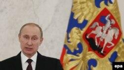 Ресей президенті Владимир Путин халыққа арналған жолдауын оқып тұр. Мәскеу, 12 желтоқсан 2013 жыл.