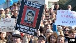 Украинада урушга Россия тажовузига қарши намойишлар ўтган йилдан буён ўтказиб келинади.