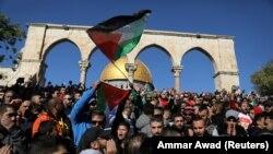 Susţinătorii Palestinei au protestat lângă Muntele TempIului după anunţul preşedintelui SUA Donald Trump privind mutarea ambasadei americane de la Tel Aviv la Ierusalim, 8 decembrie 2017