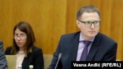 Mijačić: Vučić pokušava da vidi koje su opcije