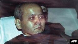 Мухтара Аблязова, казахстанского оппозиционного политика и бывшего банкира, доставили в здание французского суда под усиленной охраной. Лион, 17 октября 2014 года.