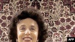خانم اسفندیاری چندین ماه است که در زندان به سر می برد.