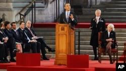 Суханронии Барак Обама, раисиҷумҳурии Амрико дар баробари ҳарду маҷлиси парлумони Бритониё дар Вестминстер Ҳолл