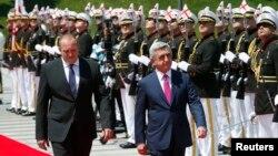 Визит президента Армении продолжается. Завтра Серж Саргсян встретится с премьер-министром Грузии Ираклием Гарибашвили и другими представителями правительства страны