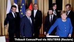 Під час Нормандського саміту в Парижі. Зліва направо: президент Франції Емманюель Макрон, президент Росії Володимир Путін, президент України Володимир Зеленський та канцлер Німеччини Ангела Меркель, 9 грудня 2019