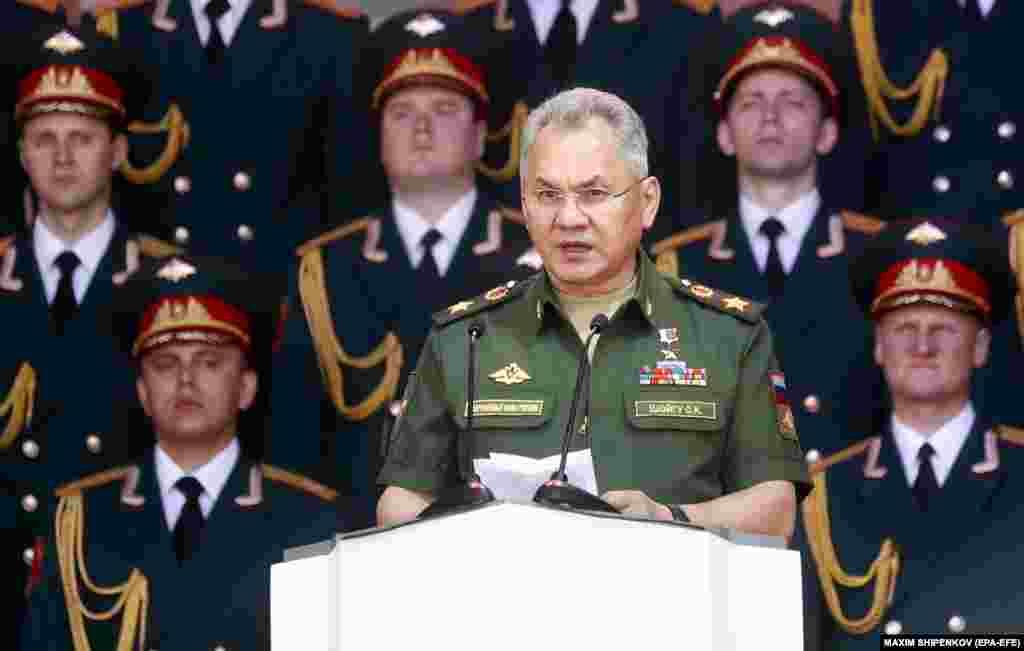 РУСИЈА - Руските стратешки бомбардери Тупољев 160 минатата недела изведоа планирани летови до Чукотскиот автономен регион и целта не им беше застрашување на САД, изјави рускиот министер за одбрана Сергеј Шојгу.