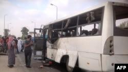 Pamje pas një sulmi të mëparshëm në një autobus në Egjipt