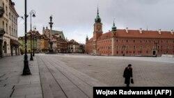 Замкавая плошча ў цэнтры Варшавы, сакавік 2020