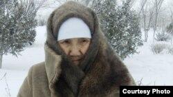 Ива Карашаева, мать арестованного жанаозенского гражданского активиста Естая Карашаева. Город Жанаозен, 25 февраля 2012 года. Фото Галыма Агелеуова.