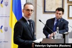 Міністр закордонних справ України Павло Клімкін і керівник МЗС Німеччини Гайко Маас під час спільної прес-конференції у Києві, 18 січня 2018 року