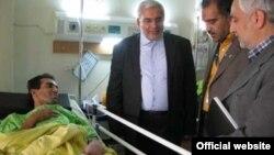 رضا رحیمی نژاد، روی تخت بیمارستان و در جریان عیادت رییس سازمان محیط زیست