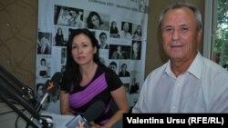 Loretta Handrabura și Gabriel Palade în studioul Europei Libere la Chișinău