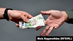 Коррупция остается серьезным вызовом для Грузии, утверждают авторы исследования общественного мнения