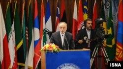 Иранскиот министер за надворешни работи Али Акбар Салехи на отварањето на Самитот на неврзaните во Техеран.