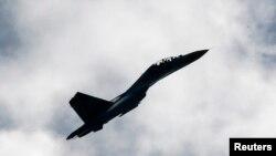 Истребитель Су-27. Иллюстративное фото.