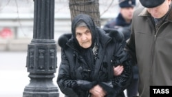 Boris Nemtsov's mother, Dina Nemtsova, at a farewell ceremony in Moscow on March 3, 2015.