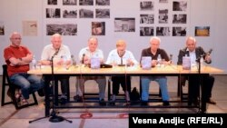 Učesnici promocije u CZKD (sleva nadesno): Aleksandar Kraus, Stanko Šušnjar, Živan Berisavljević, Latinka Perović, Ranko Končar i Dimitrije Boarov