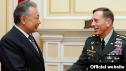 Kyrgyz President Kurmanbek Bakiev (left) meets with the head of the U.S. Central Command, General David Petraeus, in Bishkek today.