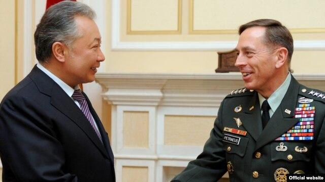 Kyrgyz President Kurmanbek Bakiev (left) meets with the head of the U.S. Central Command, General David Petraeus, in Bishkek today.