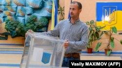 Достроковівиборидо парламенту України відбулися 21 липня. З того часу переможця не могли встановити лише у 210 окрузі