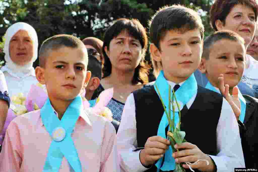 Перший дзвінок у Бахчисарайській загальноосвітній школі з кримськотатарською та російською мовами навчання