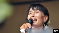 Суратда: Нобел тинчлик мукофоти лауреати Аун Сан Су Чжи
