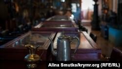 Все началось с кувшина: сотни древностей в домашнем музее крымчанина (фотогалерея)